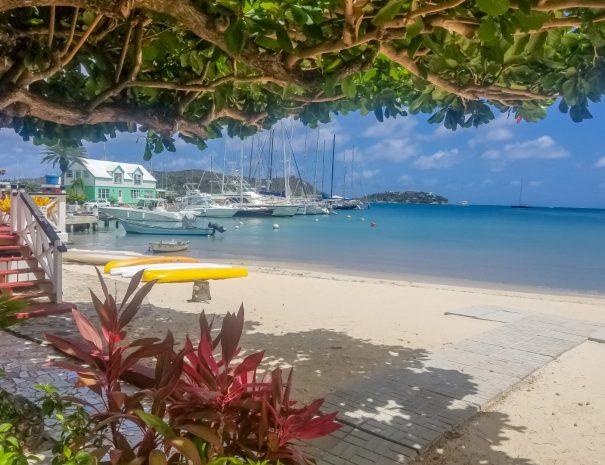 Catamaran Beach (Large)